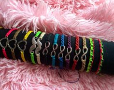 Brazalet macrame Choose your favorite. We can por LaFabulaDeAracne