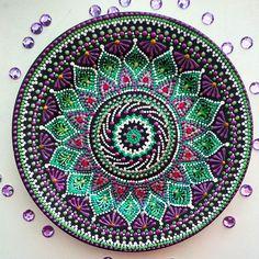 Вот такая получилась #тарелочка на днях. #узор от балды)) #удовольствие для #души. #точечнаяроспись#точки#ручнаяработа#декор#дизайн#фарфор