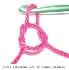 to Crochet With This Easy Beginner's Guide very verrrrryyyy basics for learning to crochet. The pictures for each step really help :)very verrrrryyyy basics for learning to crochet. The pictures for each step really help :) Mode Crochet, Knit Or Crochet, Learn To Crochet, Crochet Crafts, Yarn Crafts, Crochet Stitches, Sewing Crafts, Crochet Basics, Yarn Projects