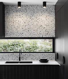 Kitchen Splashback Tiles, Kitchen Tiles Design, Tile Design, White Bathroom Tiles, Terrazzo Flooring, Cuisines Design, Inspired Homes, House Styles, Kitchens
