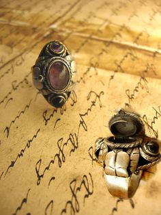 Items similar to Vintage Signed Taxco Mexican Amethyst Poison ring ornate metal work on Etsy Antique Jewelry, Vintage Jewelry, Diy Crafts Vintage, Poison Ring, Nail Ring, Vintage Metal Signs, Mexican Jewelry, Garnet Jewelry, Solid Perfume