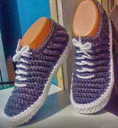 gncszvhotae Crochet Baby, Knit Crochet, Crochet Shoes, Macrame Patterns, Yarn Crafts, Yeezy, Adidas Sneakers, Baby Shoes, Slippers