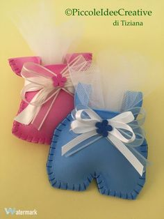 could be made for front of baby card Lembrancinha bebêLittle baby boy and girl in felt w/pattern - Salvabrani Distintivos Baby Shower, Baby Shower Balloons, Baby Shower Cakes, Baby Shower Gifts, Baby Crafts, Felt Crafts, Diy And Crafts, Crafts For Kids, Recuerdos Baby Shower Niña