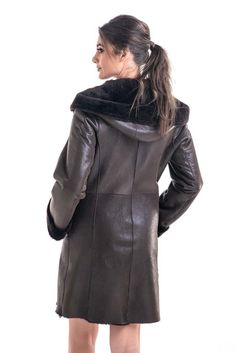 The model of the garment is a classic one, which makes it suitable for wearing with various occasions, from everyday outfits, to elegant outfits. Sheepskin Coat, Elegant Outfit, Cold Day, Rear View, Everyday Outfits, Lamb, The Help, Fur Coat, Leather Jacket