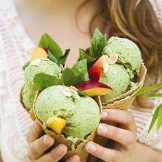 Basil ice-cream/Basiliekruidroomys Basil Ice Cream, Yummy Ice Cream, Ice Cream Recipes, Sweet Tooth, Food Porn, Frozen, Appetizers, Sweets, Dining