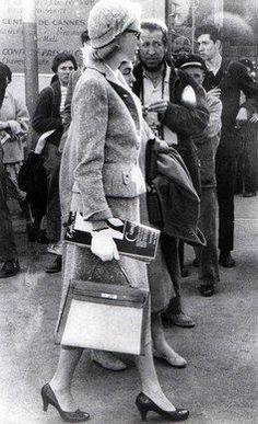 Grace de Monaco, con el famoso bolso Kelly creado por Hermes.