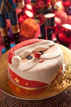 Kitty here, I love Cats, Cupcakes, Vivien Leigh, Books and amazing Frocks. Expect to see a lot of these things on here. Christmas Cake Designs, Christmas Cake Decorations, Christmas Cupcakes, Christmas Sweets, Holiday Cakes, Christmas Cooking, Father Christmas, Xmas Cakes, Santa Christmas