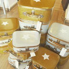 Les valises Ratatam. #Ratatam #ratatamkids #valise #suitcase #kids #glitter #paillettes