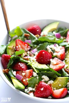 Strawberry Kale Salad | gimmesomeoven.com #vegetarian #glutenfree
