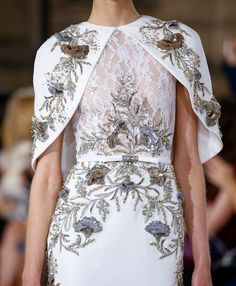 Couture , New trends and luxury details that make a difference Haute Couture Style, Couture Mode, Couture Fashion, Runway Fashion, Look Fashion, Fashion Details, High Fashion, Mom Dress, Dress Up