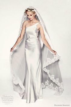 LOVE the veil and the dress!!!