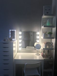 Beauty Room Decor, Teen Room Decor, Room Ideas Bedroom, Small Room Bedroom, Bedroom Decor, Ikea Kura, Ikea Malm, Ikea Eitelkeit, Ikea Vanity