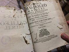 Guarda il video: http://bit.ly/1mJlWcX  Un piccolo viaggio tra i tesori della Biblioteca Innocenziana, che sorge all'interno dell'Archivio Storico dell'Arcidiocesi di Lecce guidati dalla vicedirettrice Lorella Ingrosso. Un percorso nel tempo e nella storia attraverso i libri antichi custoditi nell'archivio.