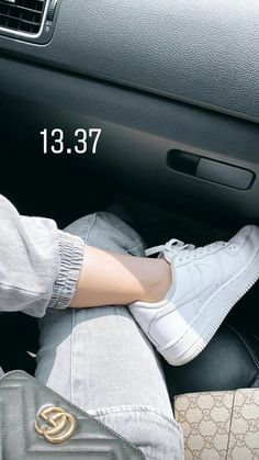 Girl Photo Poses, Girl Photography Poses, Tumblr Photography, Girl Photos, Cozy Fall Outfits, Glamour Makeup, Cute Art Styles, Sneakers Fashion Outfits, Arab Girls