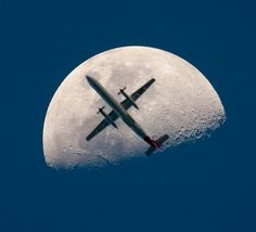 airplane passing the mooon perfect timing The 50 Most Perfectly Timed Photos Ever