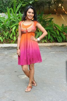 INDIAN CINEMA MUSIC: Sindhu Lokanath Photoshoot Stills