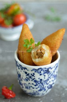 Chulitos Recipe (Cassava Mini-Rolls): Humble, and often looked down upon, these are one of the best buffet dishes in the Dominican cuisine. Carribean Food, Caribbean Recipes, Latin American Food, Latin Food, Yuca Recipes, Cooking Recipes, Easy Recipes, Cassava Recipe, Dominican Food