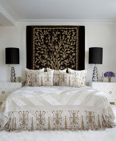 Bedroom Inspiration: Black, White and Gold.
