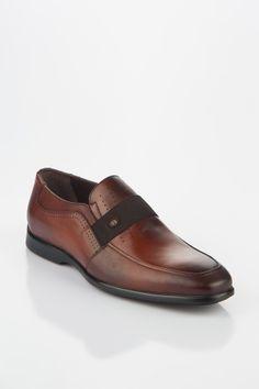 #man #shoe Expensive Mens Shoes, Business Men, Man Shoes, Italian Shoes, All About Shoes, Closet Designs, Luigi, Loafers Men, Casual Shoes