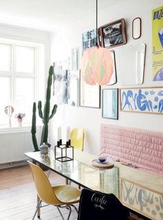 Den 22-årige designer Cecilie Jørgensen, som står bag brandet 'Cecilie Copenhagen', bor i en lejlighed på Vesterbro i København. Her har hun indrettet sig med små finurlige fund fra hele verden. Kom med indenfor og bliv inspireret af Cecilies personlige og spontane boligstil.