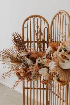 Sélection de décoration de mariage en fleurs séchées   Comment intégrer des fleurs séchées à son mariage?   M comme Madame - Nouveau blog mariage et famille #weddingarch #fleurs #flowers #weddingflowers #weddingdecoration