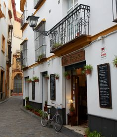 Bar Estrella in Seville's city center, a jumble of picturesque, narrow lanes. Best Places To Travel, Places To Go, Beautiful Buildings, Beautiful Places, Skiing In Japan, Seville Spain, Cordoba Spain, Spain And Portugal, Andalusia