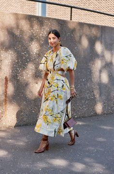 Puff Sleeve Dresses Are Trending All Over London Right Now Modest Fashion, Fashion Outfits, Fashion Week, Fashion Trends, Runway Fashion, Fashion Fashion, Womens Fashion, Looks Street Style, Mode Hijab