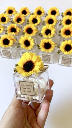 Sunflower Wedding Decorations, Sunflower Party, Sunflower Baby Showers, Diy Wedding Decorations, Sunflower Weddings, Sunflower Gifts, Reception Decorations, Wedding Gifts For Guests, Wedding Favours
