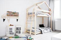 Wooden Bunk House Beds With Side Ladder Bunk Beds Small Room, Cool Bunk Beds, Kids Bunk Beds, Small Rooms, Kids Single Beds, Triple Bunk Beds, Bunk Bed Designs, Ideas Hogar, House Beds