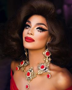 "22.7 mil curtidas, 642 comentários - Valentina (@allaboutvalentina) no Instagram: ""Lady in Red Photo: @ernestocasillas Hair: @hisvintagetouch Earings and necklace: @reikolyn"""
