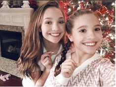 maddie and mackenzie | Photo : Instagram/maddieziegler) Maddie and Mackenzie Ziegler ...