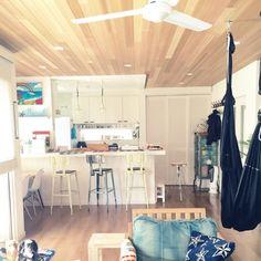 R_u_m_iiさんの、部屋全体,カフェ風,ダルトン,フライヤー,カウンターキッチン,WTW,ヘザーブラウン,RH,FIX窓,白いキッチン,白が好き,上げ下げ窓,デロンギコーヒーメーカー,犬のいる暮らし,カリフォルニアスタイル,アメリカンハウス,ビーチハウス,Hawaiiで購入~,真っ白なお家,サーファーズハウス,ハンモックヨガ,海まですぐ,クッキー型ジャー,Instagram→r_umii,のお部屋写真