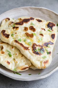 Step by step instructions for How to Make Naan recipe from RecipeGirl.com #garlic #naan #bread #recipe #recipegirl Naan Recipe Without Yeast, Recipes With Naan Bread, Pita Wrap, Nann Bread Recipe, How To Make Naan, Low Carb Flatbread, Tandoor Oven, Best Pancake Recipe, Pancake Recipes