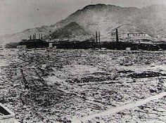 'Fat man' was a fusion bomb that was dropped on Nagasaki- it was approximately 20,000 times more powerful than its fission 'Little Boy' counterpart (which was released on Hiroshima.) Hiroshima was on flat ground so the bomb's destruction continued outwards (which made 'Little Boy' seem more powerful than 'Fat Man') but 'Fat Man' was actually far more powerful- it was just more constrained by the landscape as Nagasaki was in a valley. Ap World History, Modern History, World War Ii, History Pics, Nagasaki, Hiroshima, First Atomic Bomb, Manhattan Project, Nuclear Disasters