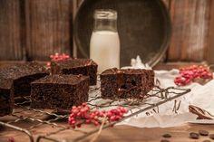 Lizza Brownies Low-Carb Brownies Für 2 Personen Zutaten: 100 g Kokosfett mild, geschmolzen, 50 g Kakao, 6 Eier, Größe M, 65 g Milch 150 g Xylit Prise Salz 60 g