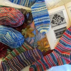 Regia Design Line by Arne & Carlos - Limited Edition Self-patterning sock yarn based on the colours of nature. Knitting Books, Knitting Projects, Hand Knitting, Knitting Patterns, Arne And Carlos, Sock Yarn, Knitting For Beginners, Knit Fashion, Arm Warmers