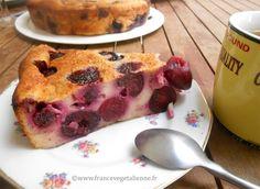 Tartouillat with cherries (vegan) Vegan Sweets, Vegan Desserts, Delicious Desserts, Yummy Food, Patisserie Vegan, Gateaux Vegan, Vegetarian Day, Vegan Pudding, Vegan Kitchen