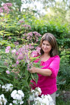 Elokuussa puutarha pursuaa monenmoista kukkaa. Valitse omat suosikkisi ja kerää niistä ihana kimppu! Juttu Kotipuutarhan numerossa 8/2013. Kuva: Maija Astikainen