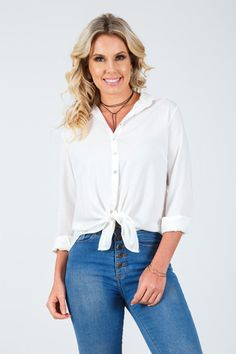 Camisa com botões off white Off White, Buttons, Boutique, Tops, Women, Fashion, Button Shirts, Moda, Fashion Styles