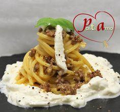 Pasta Alla Carbonara, Spaghetti, Linguine, Ravioli, Terra, Pesto, Plates, Ethnic Recipes, Pink