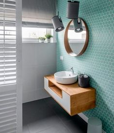 Tendencias losas y azulejos en baños y cocinas, cambian de forma y color - Decoración, DIY e ideas para decorar con vinilos Bathroom Inspo, Bathroom Inspiration, Modern Bathroom, Bathroom Black, Cool Bathroom Ideas, Master Bathroom, Bathroom Colours, Turquoise Bathroom, Boho Bathroom