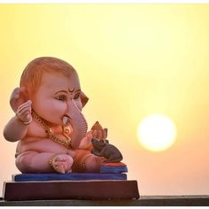 Worshipping Lord Ganesha is believed to be the best way to destroy vanity, selfishness and pride. Shri Ganesh Images, Ganesha Pictures, Lord Murugan Wallpapers, Shiva Lord Wallpapers, Baby Ganesha, Ganesha Art, Lord Ganesha Paintings, Lord Shiva Painting, Happy Ganesh Chaturthi Images