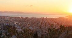 В Афинах невероятно много дурманящих и завораживающих мест после посещения которых в вас обязательно что-то изменится.. А начинать воссоединение с духом древнего города стоит на холме #filopappou. На рассаете.. Или закате. Побывайте там и вам не понадобятся больше слова  #greece #athens #loveathens #sunset #sunsetgreece #греция #афины #вгрециюнавыходные