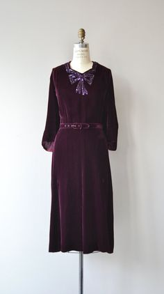 Vintage late 1930s, early 1940s deep aubergine silk velvet dress with sequin beaded bow at the neckline, 3/4 sleeves, fitted waist, matching belt and metal side zipper. --- M E A S U R E M E N T S ---  fits like: xl shoulder: 17 bust: 44-45 waist: 36 hip: up to 46 length: 46 brand/maker: n/a condition: excellent  ✩ layaway is available for this item  To ensure a good fit, please read the sizing guide: http://www.etsy.com/shop/DearGolden/policy  ✩ more v...