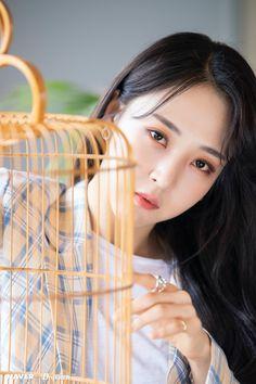 K Pop, Mamamoo Moonbyul, Cute Polymer Clay, I Love Girls, Rainbow Bridge, Korean Girl Groups, Kpop Girls, Mini Albums, Photoshoot