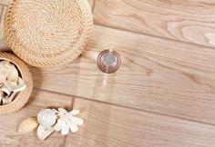 Kolekcja Setim marki Cerrad – New Design to mrozoodporne płytki podłogowe w formie desek o wymiarach  600 x 175 mm. Wzór nadrukowany na płytkach z kolekcji Setim imituje drewno ze słojami i występuje w 20 wersjach, dzięki czemu można uzyskać bardzo naturalny efekt. Płytki występują w 4 kolorach obejmujących beże i brązy.