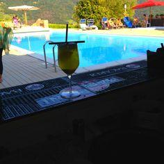 Wedding Party in Piscina #freestyle #Barbariccia #pool #americanbar www.castellodegliangeli.com