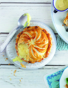 Baked Camembert Pithivier (camembert in puff pastry) – Delicious Magazine Camembert Recipes, Baked Camembert, Pastry Recipes, Cheese Recipes, Cooking Recipes, Cheese Dishes, Tasty Vegetarian Recipes, Vegetarian Cooking, Vegetarian Starters