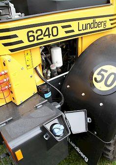 Lundberg uudistaa: 40-sarjassa viisi mallia - AdBlue-nesteen täyttöaukko ja säiliö ovat sijoitettu lukitun kannen alle oikeanpuoleisen takarenkaan taakse. Suodattimet on keskitetty pienehkön sivuluukun takse - Koneporssi.com