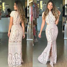 ✨COLEÇÃO FESTAS✨ Estamos Sem maturidade para este vestido! 😩 Lindíssimo... 😍 . 👉Vestido: 549,90; 📍Tamanhos: 38 e 40; 📍Cores: preto e branco. . #newsemporio #newcollection #partycollection #modafeminina #lojavarejo #vendaonline #moda #roupafeminina #vestidolongo #casamento #formatura Gown Skirt, I Dress, Girl Fashion, Fashion Dresses, Womens Fashion, Fashion Design, Off The Shoulder Dress Formal, Ivory Cocktail Dress, Simple Gowns